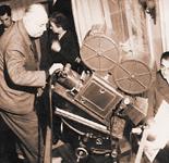 "Jean RENOIR, na snimanju filma ""Le Petit théâtre de Jean Renoir"", 1971."