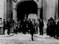 Ugovor Saint GERMAIN, državni kancelar Karl Renner kreće na potpisivanje Saint-germainskog ugovora, Austrijska nacionalna biblioteka